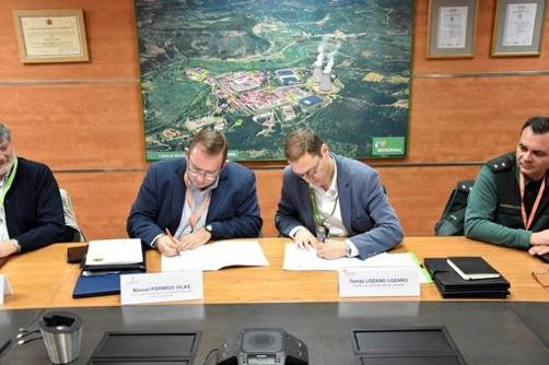 Firma del acuerdo de cesión de instalaciones a la Guardia Civil