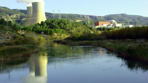 Galería multimedia: foto de la central con el río en primer plano