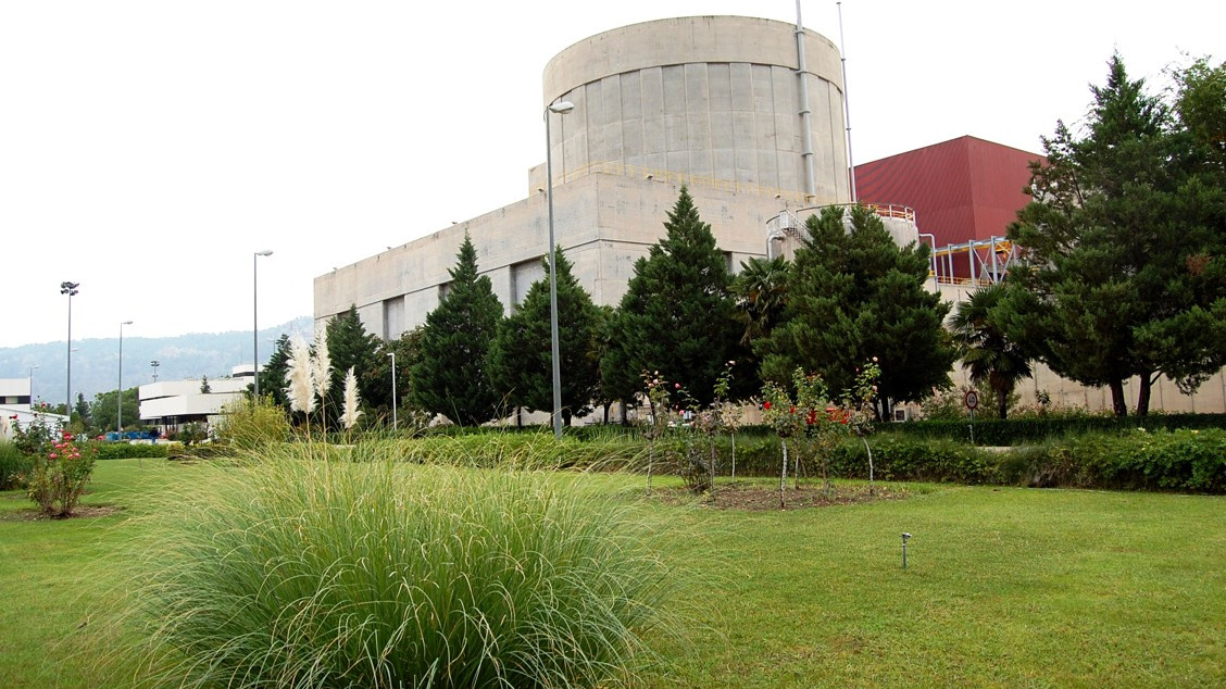 Multimedia gallery: panoramic photo of the building from the river